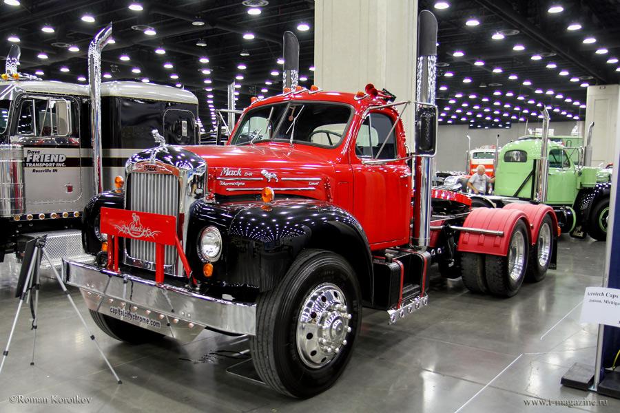 Ретро-грузовик MACK